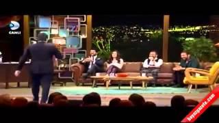 getlinkyoutube.com-Beyaz, Burak Özçivit'i canlı yayında fena terletti Beyaz Show 23 01 2015