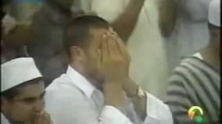 getlinkyoutube.com-مشهد مؤثر جداً الشيخ سعود الشريم يبكي بكاء عجيب والحرم كله يبكي 