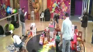 getlinkyoutube.com-وصول هدايا للطلاب وجيتار مميز لاهاب وهدايا ثانية و رسالة من سهيلة له (13/12/2015)