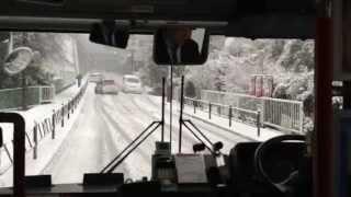 getlinkyoutube.com-雪で行く手を阻まれ立ち往生の小田急バス