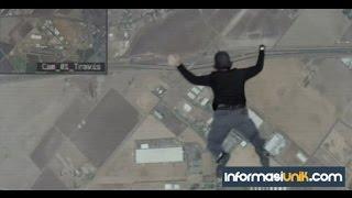 getlinkyoutube.com-Hebat, Orang ini Melompat dari Pesawat Tanpa Parasut, dan Masih Hidup