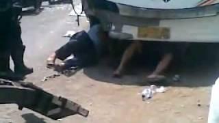 getlinkyoutube.com-Proses Evakuasi Kecelakaan maut mudik 2011