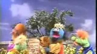 getlinkyoutube.com-Sesame Street - The King banishes the letter P