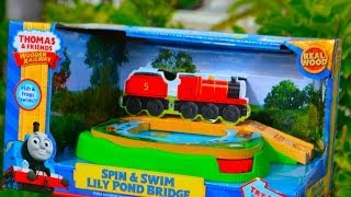 getlinkyoutube.com-SPIN & SWIM LILY POND BRIDGE Thomas & Friends Wooden Toy Train Railway By Fisher Price Mattel