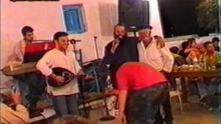 getlinkyoutube.com-Παπάς Στη Μυκονο   Xορεύει Ζειμπέκικο Kαι Τραγουδάει Live