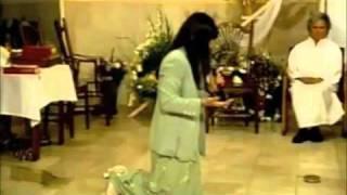 getlinkyoutube.com-testimonio de gela cantante catolica  EL SEÑOR la sano de cancer en la garganta completo