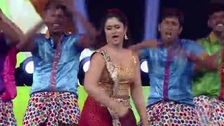 getlinkyoutube.com-POONAM BAJWA's Stunning Performance @MIRCHI MUSIC AWARDS 2015