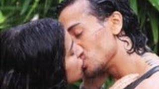 getlinkyoutube.com-Shraddha Kapoor Tiger Shroff Hot Liplock Kissing Scene In Baaghi