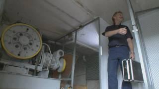 getlinkyoutube.com-Aufzug mit Sicherheitsrisiko - Gefahren alter Aufzüge