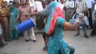 getlinkyoutube.com-Shantabai song fun Bihar wedding dance women video