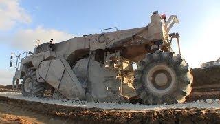getlinkyoutube.com-Wirtgen WR 2400 Soil Stabilizer Working