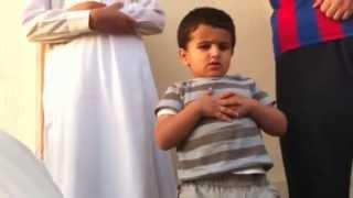 getlinkyoutube.com-طفل يصلي بس شوف في الاخير ايش صار.