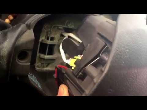 Снятие и замена подушки безопасности-руля Пежо 308