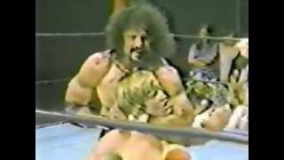 "getlinkyoutube.com-(GCW) Jimmy ""Superfly"" Snuka vs. Kevin Von Erich ('80)"