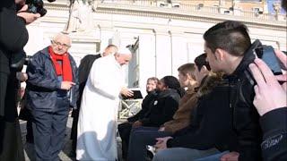 Le Pape François 1er reçoit une BJC :  Prophétie de Yahweh  - (Tv2vie)