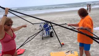 getlinkyoutube.com-Busted! Two women caught stealing a canopy on the beach, then attack!