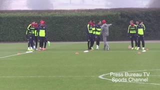 getlinkyoutube.com-Arsenal Training pre Bayern Munich vs Arsenal