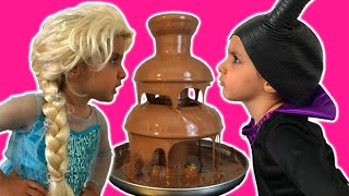 getlinkyoutube.com-Elsa Vs Maleficent Real Life Disney Princess Movie + CHOCOLATE FOUNTAIN + Candy + 10 Surprise Eggs!