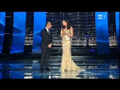 Sanremo 2015 - L'ingresso di Rocío Muñoz Morales - Seconda serata 11/02/2015