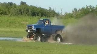 getlinkyoutube.com-Big CHEVY trucks mudding chevy style