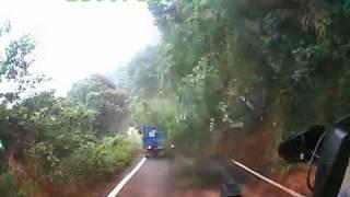 Landslide Takes Out  Car / Deslizamento de Terra varre caminhão