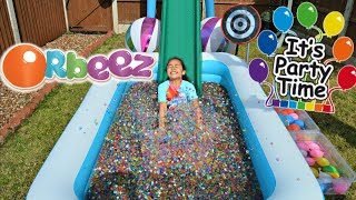 getlinkyoutube.com-ORBEEZ POOL PARTY - WATER BALLOON  BOMB FIGHT | Toys AndMe