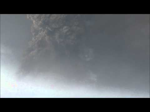 5/22/2011 - CLOSER Grimsvotn Volcanic Eruption Iceland - Distance: 1 km (Watch in HD!)