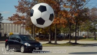 getlinkyoutube.com-6-Foot Giant Inflatable Soccer Ball