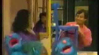 "getlinkyoutube.com-Sesame Street - ""Brush Boogie"""