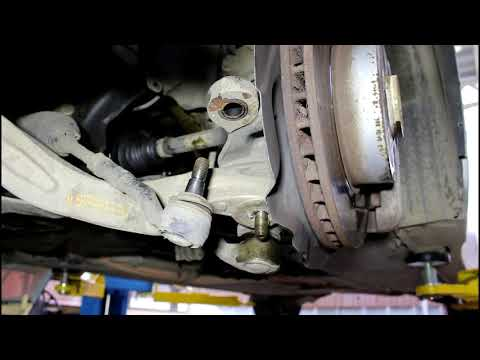 Замена переднего левого привода BMW 530i ... 4WD 2006 года