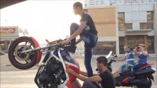 getlinkyoutube.com-Sanfour - Crazy Bike Stunts On The Highway (Lebanon)