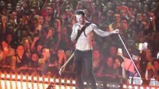 getlinkyoutube.com-Maroon 5 - Sugar @ Barcelona