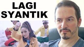 SITI BADRIAH - Lagi Syantik • Pretty Full - Official Music Video REACTION + REVIEW