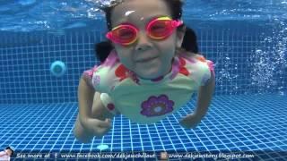 เด็กจิ๋วว่ายน้ำด้วยท่าที่คิดค้นขึ้นมาเอง [N'Prim W244]