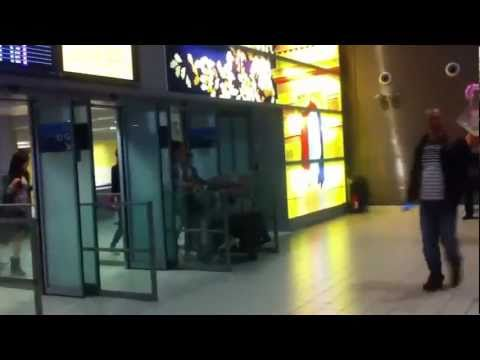 110607 SNSD-[HD/Fancam] Arrived in Paris Airport for SMTown Live in Paris 2011