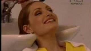 getlinkyoutube.com-Carita de angel: Cecilia y Estefanía en el salon de belleza