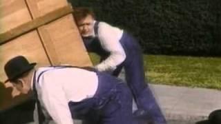 getlinkyoutube.com-Stan Laurel & Oliver Hardy   Music Box , The 1932 0