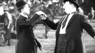 getlinkyoutube.com-LAUREL & HARDY -  Zwei ritten nach Texas (Dancing Scene)