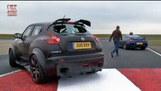getlinkyoutube.com-Nissan Juke-R vs GT-R track test - Auto Express