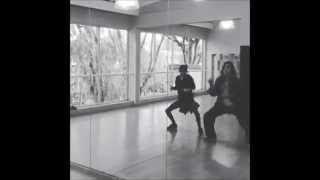 Мартина Штоссель танцует