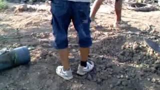 getlinkyoutube.com-pozo a mano para riego ( mantenimientospapaseit ) parte 6
