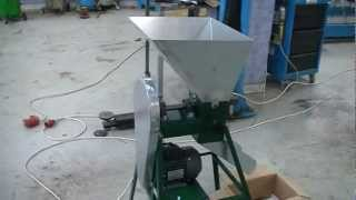 getlinkyoutube.com-Σπαστήρας καρυδιών (νέος).Walnut Nut Cracker Machine