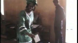 Assetou Sangaré accomplissant son devoir civique   LÉGISLATIVES 2013