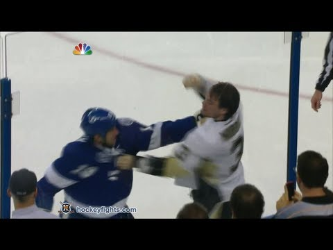 Douglas Murray vs B.J. Crombeen Apr 11, 2013