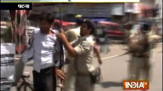 Police lathicharged over urdu teachers in Patna - India TV