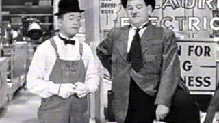 getlinkyoutube.com-Best Of Laurel & Hardy 1