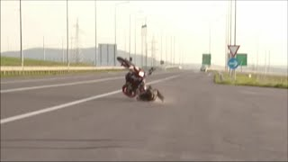 getlinkyoutube.com-Ktm 690 smc r  crash and wheelie
