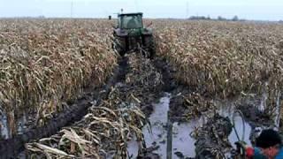 getlinkyoutube.com-Agrofamily KFT kukorica aratás 2010