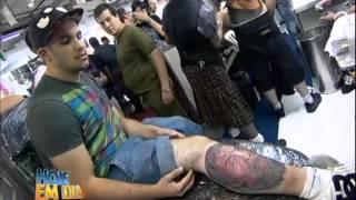 getlinkyoutube.com-Nova técnica de tatuagem 3D chama atenção em festival de São Paulo