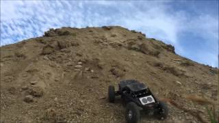 getlinkyoutube.com-Axial Yeti XL 6s Slow Motion Bashing! 25ft mound climbing! Must Watch!